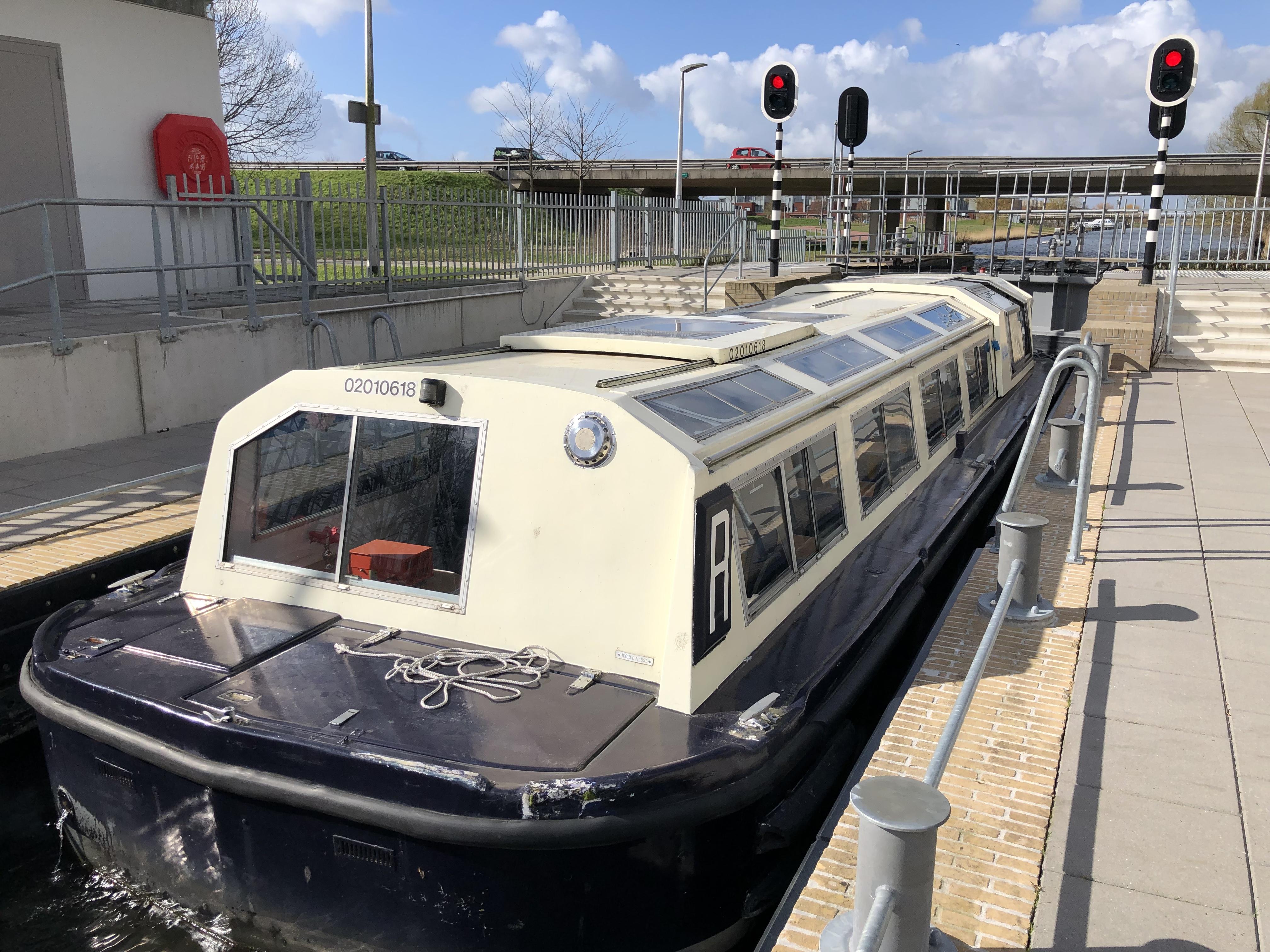 Van sluis naar sluis met de rondvaartboot van Almere Rondvaarten